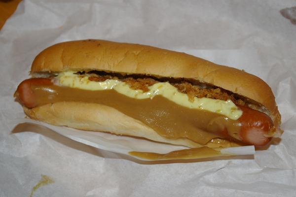 pylsur, an Icelandic hot dog